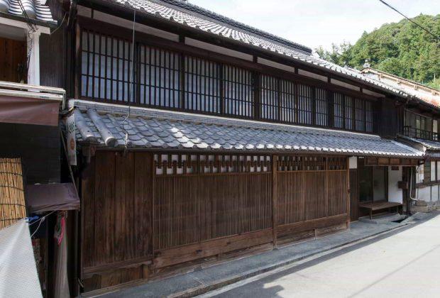 奈良県桜井市古民家リノベーション和風モダン建築家格子