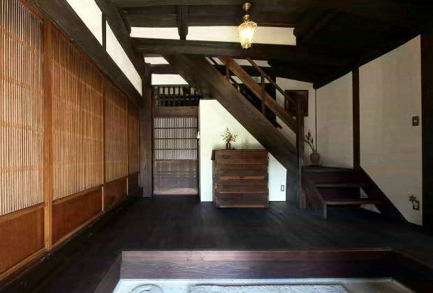 古民家リノベーション川西市木造建築家玄関と階段