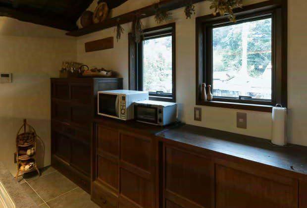 古民家リノベーション川西市木造建築家キッチン背面収納と窓