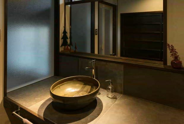 古民家リノベーション川西市木造建築家洗面にお気に入りの器