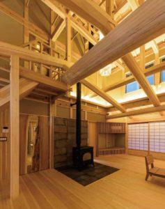 吹抜けの木組み&薪ストーブの家