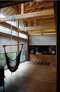 伝統構法石場建ての家を新月伐採材でつくる