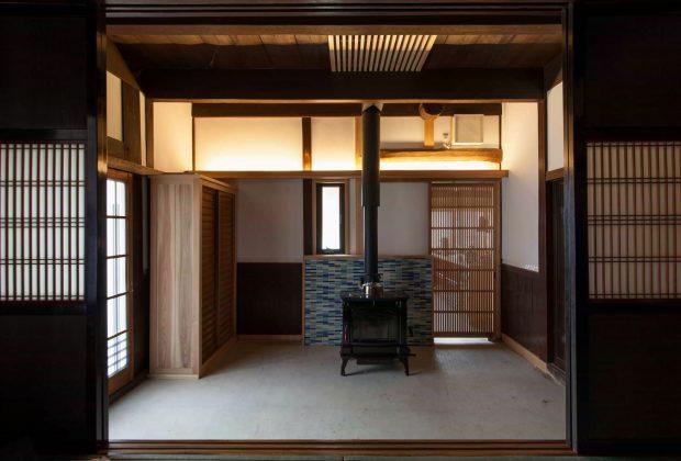 古民家リノベーション木造建築家薪ストーブと間接照明