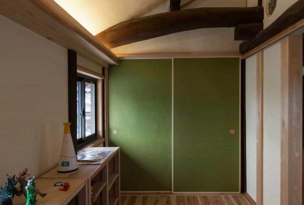 古民家リノベーション木造建築家間接照明と梁